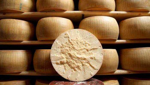 Parmigiano Reggiano tagliato a metà